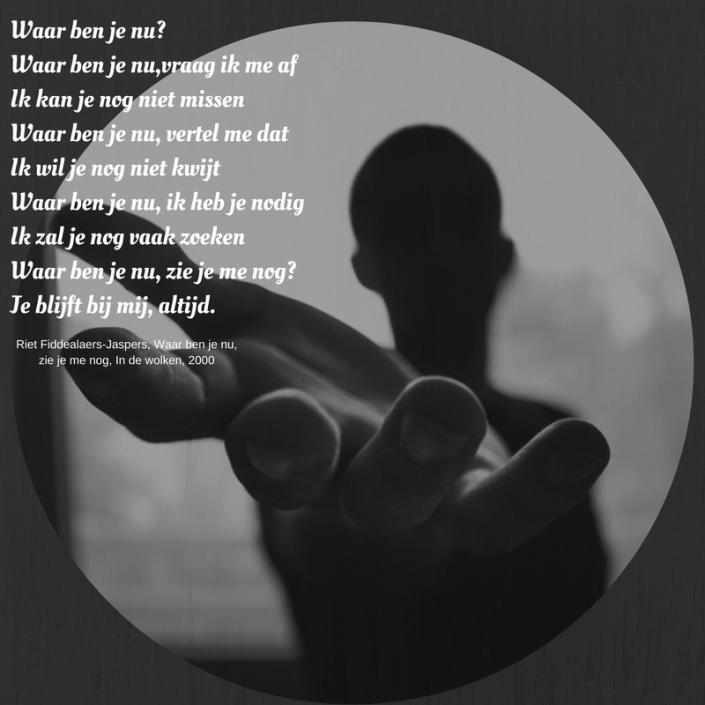Gedicht met een foto van een reikende hand op de achtergrond