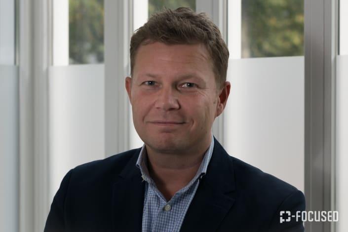 Portretfoto van Jan Roovers in kleur