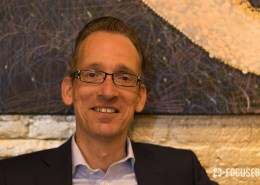 Portretfoto van Owen in restaurant Duvelhok Tilburg